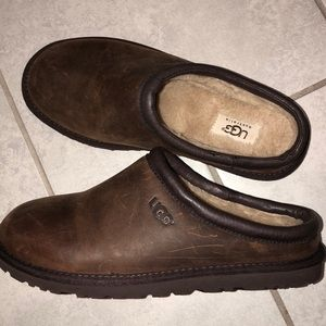 8f4ca18c17e Ugg Men slip on Distressed Mules Clog SLIPPERS